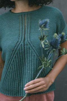 Ravelry: Ginkgophyte pattern by Emily Greenegingkophyte tee by emily greene / from pom pom quarterly issue 28 / in quince & co. Knitting Paterns, Knitting Blogs, Knitting Socks, Hand Knitting, Crochet Patterns, Crochet Chain, Easy Crochet, Crochet Hooks, Knit Crochet