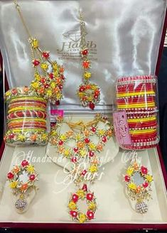 Beautiful gota jewelry Wedding Bride, Wedding Events, Wedding Gifts, Mehndi Decor, Mehendi, Gota Patti Jewellery, Silk Thread Bangles Design, Mehndi Outfit, Pakistan Wedding