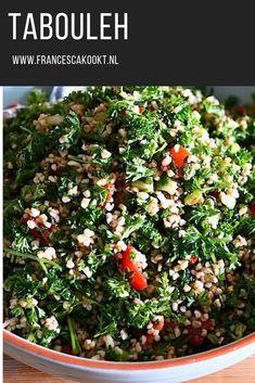 Couscous, Lebanese Salad, Tabbouleh Recipe, Salad Box, Lunch Restaurants, Salad Recipes, Healthy Recipes, Good Food, Yummy Food