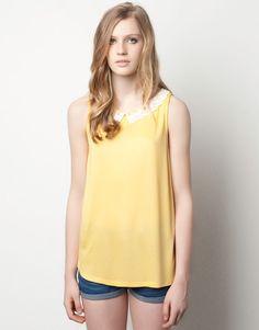 T-shirt col dentelle, Pull&Bear, 19,99€