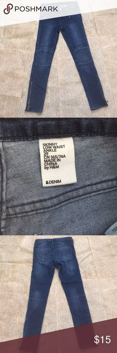 Skinny jeans Great condition. Zipper and motto detail. Skinny stretch jeans H&M Jeans