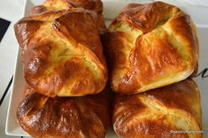 Branzoaice pufoase sau poale-n brau reteta traditionala explicata pas cu pas. Reteta de branzoaice (branzoici) sau poale-n brau moldovenesti Bread And Pastries, Dessert Recipes, Desserts, Sweet Tooth, Picnic, Easy Meals, Sweets, Baking, Guilty Pleasure