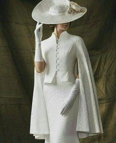 What an outfit! Simple elegance in stunning white. This is a dress to impress - What an outfit! Simple elegance in stunning white. This is a dress to impress, - Mode Outfits, Dress Outfits, Fashion Dresses, Vintage Dresses, Vintage Outfits, Vintage Fashion, 40s Mode, Mode Chic, Vintage Mode