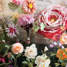 studio tour livia cetti of the green vase, via design sponge. love her gorgeous crepe paper flowers! Handmade Flowers, Diy Flowers, Paper Art, Paper Crafts, Crepe Paper Flowers, Tissue Flowers, Green Vase, Deco Floral, Flower Crafts