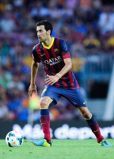 Sergio Busquets of FC Barcelona runs with the ball during the La Liga match between FC Barcelona and Levante UD at Camp Nou on August 18, 20...