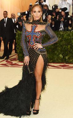 The Met Gala 2018 - Jennifer Lopez in Balmain at the Metropolitan Museum of Art on the red carpet. Zapatos Jennifer Lopez, Gala Dresses, Nice Dresses, Celebrity Red Carpet, Celebrity Style, Celebrity Dresses, Jennifer Lopez Outfits, Look 80s, Met Gala Red Carpet