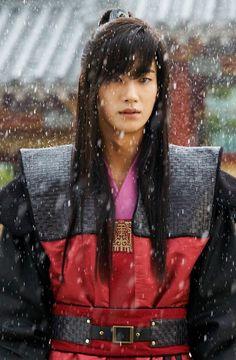 hwarang go ara park hyung sik Park Hyung Sik Hwarang, Park Hyung Shik, Go Ara, Korean Drama Movies, Korean Actors, Best Kdrama, Park Seo Joon, Cute Actors, Kdrama Actors