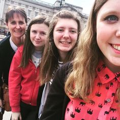 Let's hope The Queen is home!! #buckinghampalace #london #daytrip #queenelizabeth #themall by kimchoc08