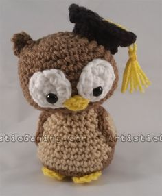 This Graduation Owl pattern is great for crochet beginners! Take everything you've learned in this free ecourse and create your very own owl!