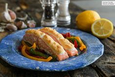 Within the framework of a ketogenic diet in which carbohydrates should be reduced to the maximum, fish is one of the healthiest foods we can include, Salmon Y Aguacate, Fish Recipes, Healthy Recipes, Lemon Uses, Lean Protein, Baked Salmon, Fish And Seafood, Ketogenic Diet, Ketogenic Recipes
