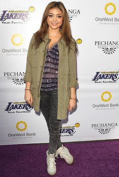 Sarah Hyland attends the Lakers Casino Night fundraiser