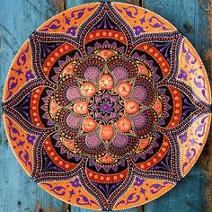 Многое из того, что я делаю-не выкладываю, но эту, пожалуй, покажу) 27см Mandala Art, Mandala Design, Mandala Painting, Mandala Pattern, Dot Painting, Magic Design, New Media Art, Painted Plates, Celtic Art