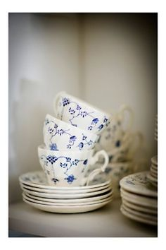 My china pattern! Royal Copenhagen blue fluted was widely imitated. Virtually identical patterns:  Myott Finlandia, Furnival Denmark,  Mason Denmark blue, Meissen Immortelle, Johnson Brothers Blue Denmark