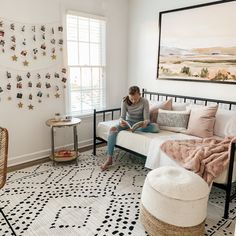 Pre-Teen Girls Bedroom Reveal Featuring Black, White, Blush & a Daybed Girls Daybed Room, Teen Girl Bedding, Daybed Bedroom Ideas, Ikea Daybed, Teen Bedroom Furniture, Daybed Bedding, Cute Bedroom Ideas, Preteen Girls Rooms, Preteen Bedroom