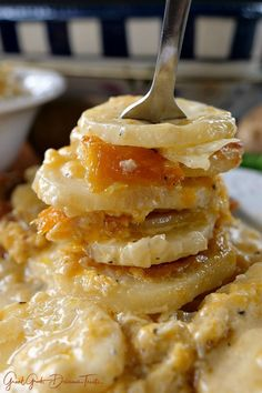 Scalloped potatoes are so good and these cheesy garlic scalloped potatoes are even better. Loaded with three different types of cheese, garlic and sour cream, these are definitely some tasty taters… Dinner Side Dishes, Potato Side Dishes, Scalloped Potato Recipes, Scallop Recipes, Cheesy Recipes, Vegetable Dishes, Veggie Food, Vegetable Recipes, Yummy Treats