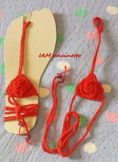 Sandali piedi nudi in cotone rosso fuoco lavorato all'uncinetto. Crochet barefoot sandals, 100% cotton. Handmade. Sexy
