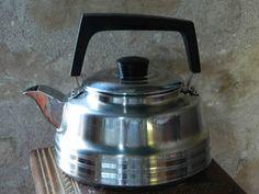 Kettle french  .bouilloire en métal  chromé  années 1960