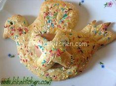 Aceddu cu l'ova Questa non è la classica ricetta ma è realizzata con una base di pasta frolla con una o più uova sode al centro. Ingredienti per circa 7-8 biscotti 500 g di farina 00 200