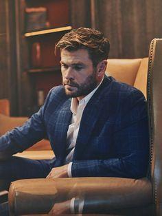 Chris Hemsworth Kids, Hemsworth Brothers, Chris Pratt, Chris Evans, Australian Actors, Tough Girl, Photography Poses For Men, People Magazine, Hollywood Actor