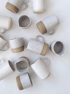 beautiful ceramic cups and mugs Pottery Mugs, Ceramic Pottery, Slab Pottery, Thrown Pottery, Ceramic Cups, Ceramic Art, Stoneware Mugs, Mug Design, Kitchenware