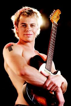 Bobby van Jaarsveld Bobby, Singing, Guitar, Van, Concert, My Love, Crosses, Music, Faces