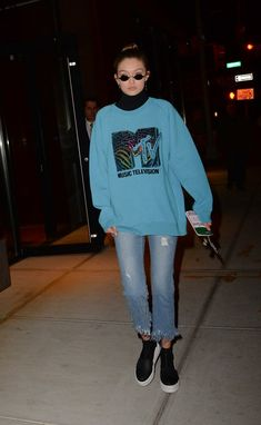 Gigi Hadid Has a Lot of Pride — Just Look at Her Outfits Gigi Hadid Outfits, Gigi Hadid Style, Celebrity Style Casual, Celebrity Outfits, Casual Outfits, Cute Outfits, Fashion Outfits, Mtv, Sweatshirt Outfit