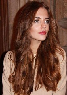 This hair color is addictive: bronze is the new Diese Haarfarbe macht süchtig: Bronze ist das neue Blond! We don& want gold, not silver, but bronze! Because this is the hottest hair color trend for fall / winter this … - Hair Color Auburn, Brown Hair Colors, Long Auburn Hair, Auburn Brown Hair Color, Hair Colours, Hair Styles 2016, Curly Hair Styles, Chestnut Hair, Auburn Hair