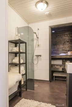 sauna, pesuhuone Modern Saunas, Bathroom Toilets, Bath Time, Modern Bathroom, My Dream Home, Bunk Beds, Sauna Shower, House, Furniture