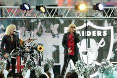 cool Def Leppard frontman Joe Elliott amongst guests on 'That Metallic Present' season finale