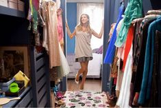 17 New Ideas for dress room closet carrie bradshaw Apartamento Carrie Bradshaw, Carrie Bradshaw Apartment, Carrie Bradshaw Outfits, Fashion Magazin, Celebrity Closets, Cleaning Closet, Cleaning Tips, Room Closet, Closet Space
