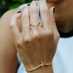 "Tana Chung """"Veractiy"""" Diamond Hand Bracelet ($8,700) ❤ liked on Polyvore featuring jewelry, bracelets, diamond jewelry, diamond bangles, tana chung, 18k jewelry and 18 karat gold jewelry"
