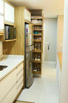 armário escondido poderia servir para vassouras