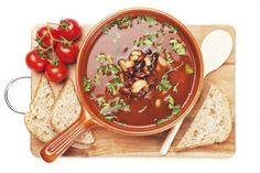 Bonensoep: http://www.gezondheidsnet.nl/wat-eten-we-vandaag/recepten/12549/bonensoep-met-van-alles #recept #koken #eten #soep