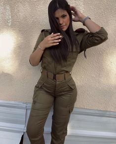 Idf Women, Military Women, Female Action Poses, Israeli Female Soldiers, Israeli Girls, Military Girl, Armada, Beautiful Women, Lady