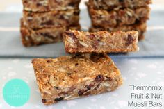 This is the only muesli bar recipe you'll ever need! These Soft & Chewy Homemade Muesli Bars are packed full of lots of healthy bits! Lunch Box Recipes, Cereal Recipes, Lunch Ideas, Snack Recipes, Thm Recipes, Healthy Recipes, Healthy Baking, Healthy Foods, Baking Recipes
