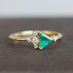 Our new mini emerald cluster ring. Do you like it? #emerald #green #bespoke #buzzfeed #cluster #intense #triangle #geometric #unique #love #smile #ooak #modern #fashion #alternativebride #alternativewedding #bride #wedding #engagement #diamond #diamondring #special #beautiful #beauty