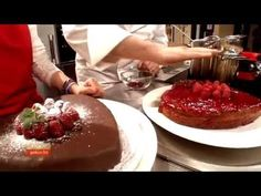 Mohn-Himbeer-Herz (Andreas Wojta) - YouTube Andreas, Pudding, Youtube, Desserts, Fruit Cakes, Poppy, Raspberries, Heart, Chef Recipes