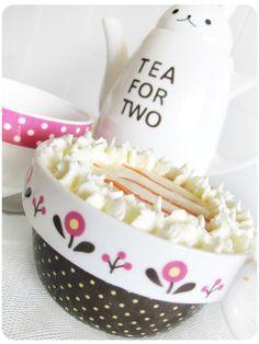 Tacitas de Bizcocho de Zanahoria con Crema de Mascarpone y una bonita tetera Carrot cake cups with mascarpone cream and a nice teapot