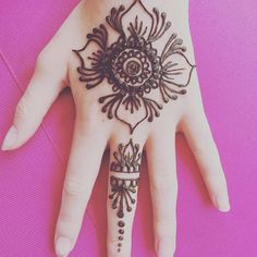 Book me for all your organic natural henna needs and visit my shop to buy henna and henna kits. Tattoo Henna, Henna Mehndi, Natural Henna, Natural Brown, Henna Kit, Buy Henna, Skin Burns, Henna Cones, Black Henna