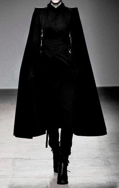 Nicolas Andreas Taralis F/W 2010 Dark Fashion, Gothic Fashion, High Fashion, Outfits Inspiration, Style Inspiration, Runway Fashion, Fashion Outfits, Womens Fashion, Yennefer Of Vengerberg