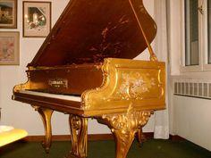 Attualmente nelle aste di #Catawiki: Pianoforte mezza coda Schimmel foglia d'oro