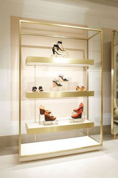 Franglais Spoken Here: Joseph Dirand Translates for Chloé's Paris Flagship Shoe Store Design, Retail Store Design, Regal Design, Design Design, Retail Interior Design, Retail Fixtures, Luxury Store, Store Interiors, Display Shelves