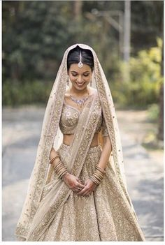 40 Ideas Wedding Lengha Bridal Lehenga Outfit For 2019 Indian Bridal Outfits, Indian Bridal Lehenga, Indian Bridal Wear, Bridal Dresses, Indian Wedding Dresses, Lehenga Wedding Bridal, Indian Wedding Bridesmaids, Indian Bridal Party, Bollywood Wedding