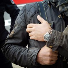 Belstaff quilted shoulder, Rolex with woven band, Foulard printed scarf - nice look James Bond Rolex, Belstaff Jackets, Rocker Look, Nato Strap, Bike Style, Gentleman Style, Mens Clothing Styles, Parka, Rings For Men