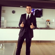 Nacho Fernandez to Valencia First Football, Football Love, Valencia, Alvaro Morata, Spanish Eyes, Spanish Armada, Nachos, Real Madrid, Handsome