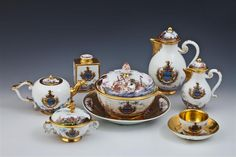 Parts of a coffee and tea service with a Venetian patrician coat of arms. Meissen, c. 1730. Häuer, Bonaventura Gottlieb (ca. 1709-1782) | Painters Herold, Christian Friedrich (1700-1779)