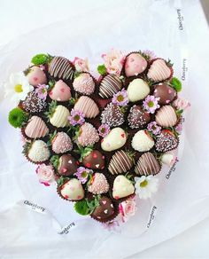Strawberry Delight, Strawberry Dip, Strawberry Ideas, Chocolate Tree, Chocolate Gifts, Chocolate Fashion, Comida Diy, Food Bouquet, Edible Creations
