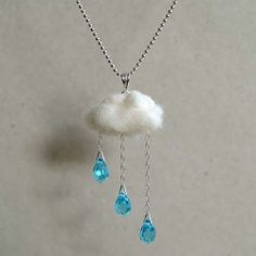 Who you that the English summer could be so perfectly captured by a necklace - English Summer Necklace via Noa Design