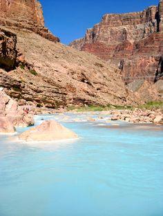 El río Pequeño Colorado es un río del estado de Arizona, que provee el principal drenaje de la región del desierto Pintado. Históricamente se llamaba el río Colorado Chiquito en castellano hasta por lo menos el Siglo XIX.