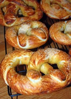 home-made soft pretzels... alton brown's recipe